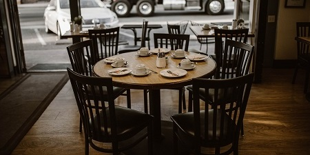 empty restaurant table no shows